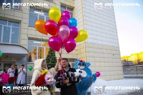 Элина Камирен с дочкой выписались из роддома (эксклюзивные фото)