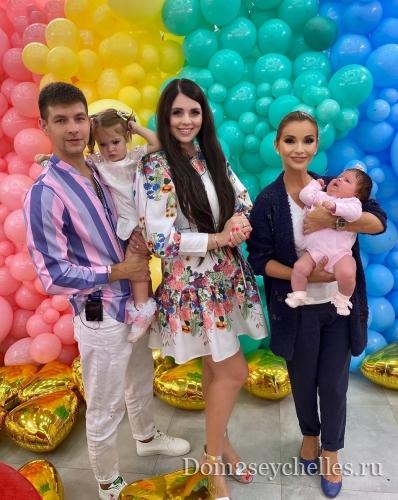 Ольга и Дмитрий Дмитренко с дочками вернулись на проект